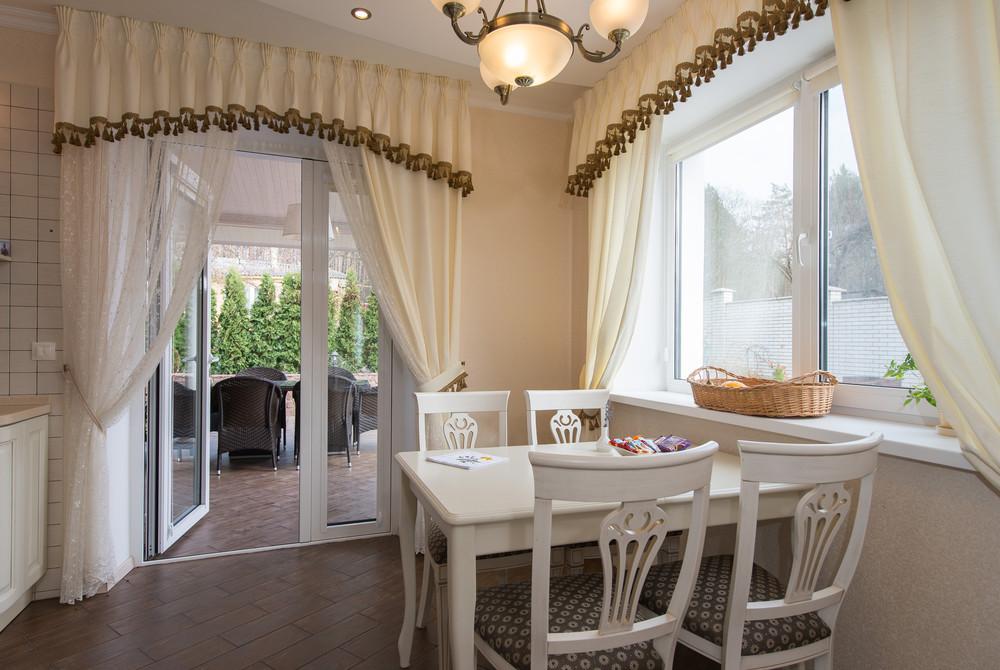 Дизайн кухни-гостиной с выходом на террасу