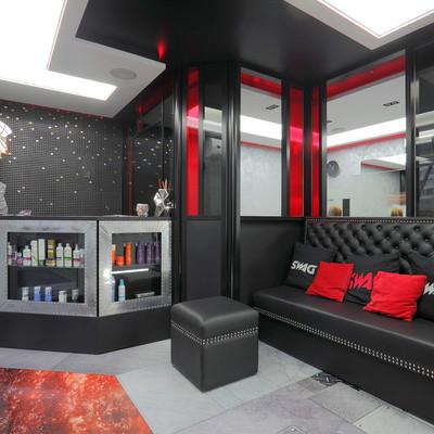 Дизайн парикмахерской в черно красном фоне
