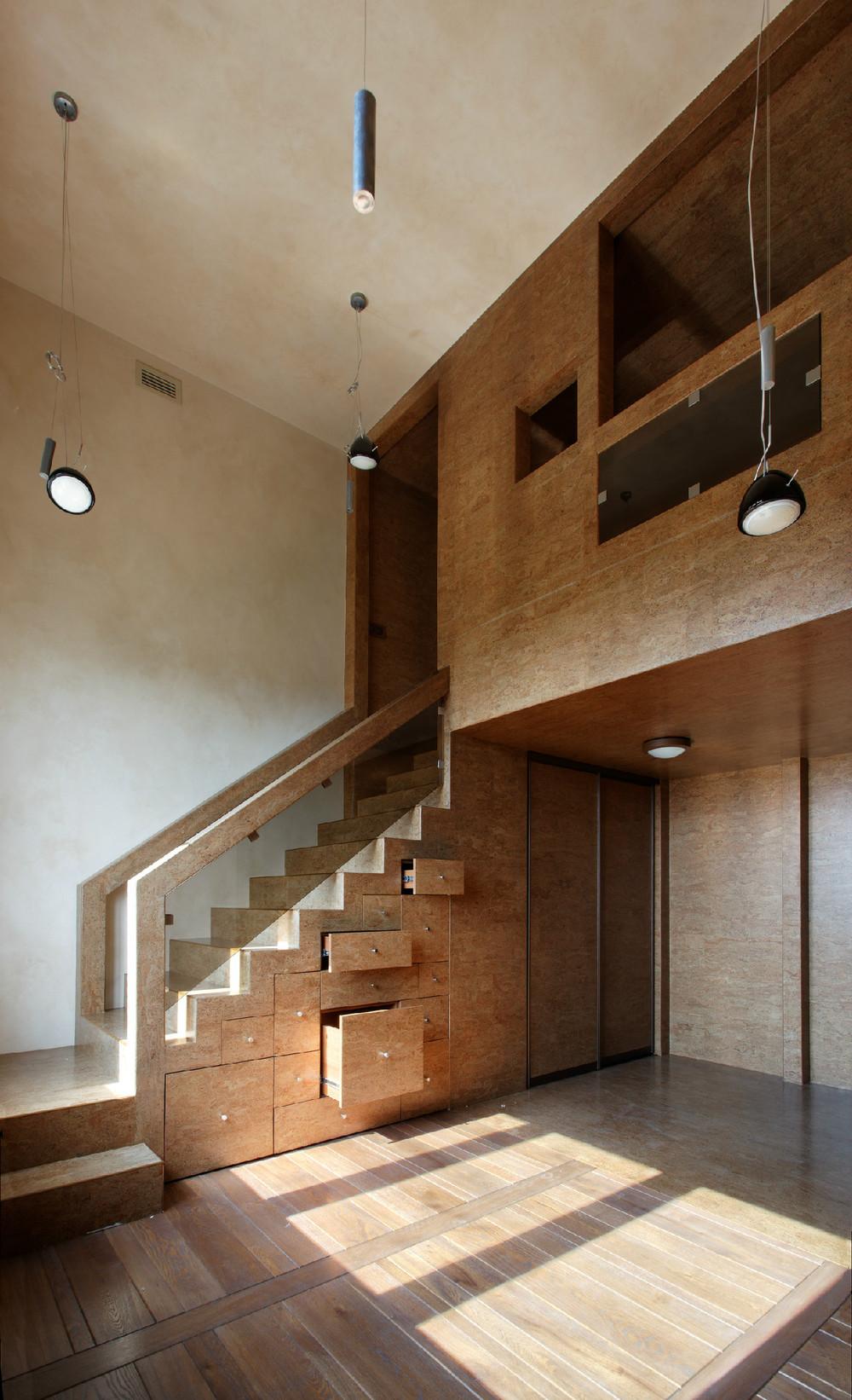 Как сделать потолок над лестницей в