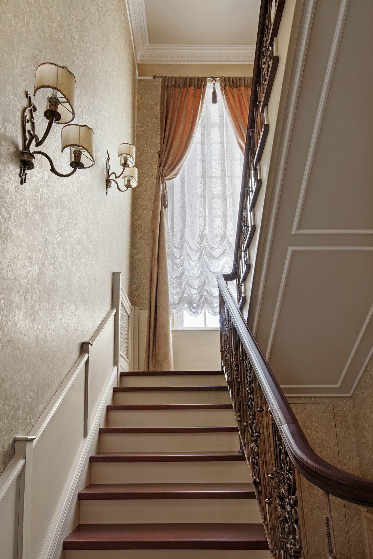 Дизайн лестничных проемов в интерьерах коттеджей